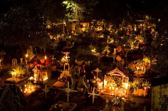 智利公墓的除夕夜