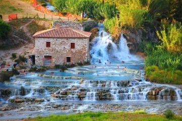Du lịch Tuscany, Ý, uống rượu vang và thư giãn ở suối nước nóng xanh ngọc mơ màng Cascate Del Mulino