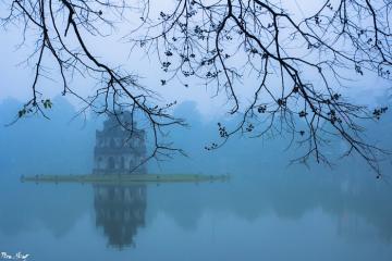 Du lịch Hà Nội mùa đông, lặng ngắm Hồ Gươm đẹp 'mơ màng' như tranh vẽ