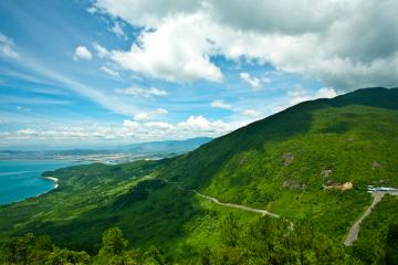 Phượt đèo Hải Vân chiêm ngưỡng cảnh đẹp như mơ tại 'thiên hạ đệ nhất hùng quan' xứ Huế