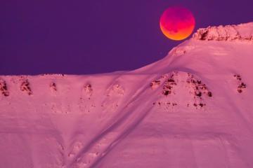 Thị trấn cực bắc của thế giới ở Na Uy, nơi mặt trời không lặn suốt 4 tháng trong năm