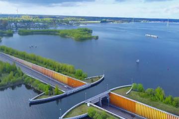 Mục sở thị cây cầu nước Veluwemeer nổi tiếng vùng Harderwijk, Hà Lan