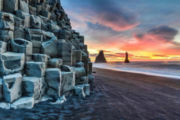 Ghé làng Vík vào mùa đông, ngắm tuyệt tác đá bên bờ biển cát đen tại Iceland