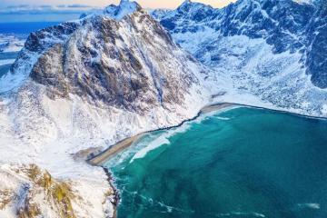 Gợi ý 7 bãi biển hoàn hảo cho mùa lạnh, từ châu Á, châu Âu cho đến châu Úc