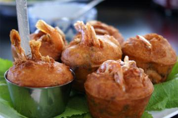 Về Cần Thơ dạo bến Ninh Kiều, thưởng thức món bánh cống trứ danh