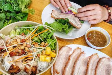 10 quán bánh tráng cuốn thịt heo ngon nhất Đà Nẵng khiến các tín đồ ăn uống thích mê