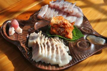 Cá đuối lên men Hàn Quốc 'bốc mùi toilet' thách thức vị giác du khách
