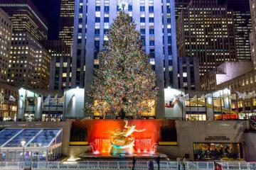 Thắp sáng cây thông khổng lồ đón mùa Giáng sinh tại New York