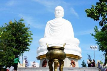 Du lịch Nha Trang, ghé thăm chùa Long Sơn có bức tượng giữ kỷ lục Việt Nam