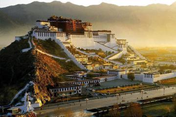 Du lịch Tây Tạng, khám phá vùng đất huyền bí, trải nghiệm lễ rước thảm thêu Đức Phật lớn nhất thế giới