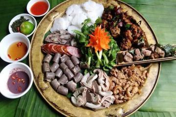 Xôi đen, gà đồi nướng và những đặc sản Tam Đảo khiến du khách mê tít