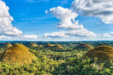 Đến Philippines xem SEA Games 30, đừng quên ghé thăm đồi chocolate tự nhiên tuyệt đẹp trên đảo Bohol