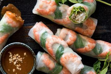 Những món ăn Việt bình dân nhưng khách nước ngoài cứ đến là muốn nếm thử