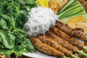 'Đánh thức dạ dày' với 10 quán nem lụi ngon nức tiếng cố đô Huế