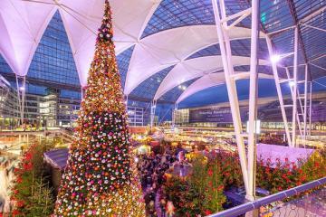 Không khí Giáng sinh tưng bừng tại những sân bay sầm uất nhất thế giới