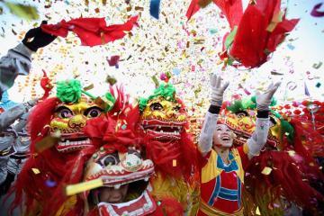 Phong tục đón Tết Nguyên đán của người Trung Quốc: tiễn ông Táo, ăn sủi cảo và lì xì mừng năm mới