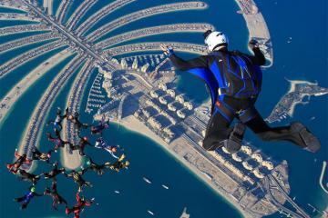 Khám phá công viên tuyết giữa sa mạc, dạo chợ vàng và những trải nghiệm độc đáo chỉ có ở Dubai