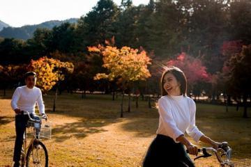 Vân Trang du lịch Hàn Quốc diện đồ diện đồ ton-sur-ton lãng mạn cùng chồng