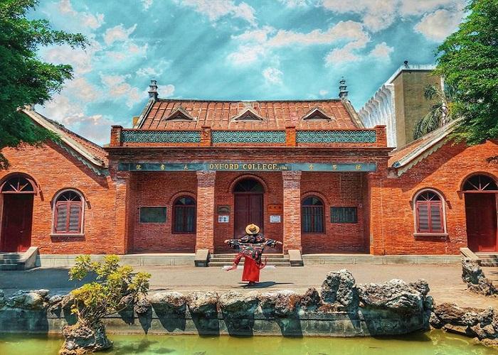 Du lịch Đài Loan đầu năm, check in trường Oxford cổ kính.