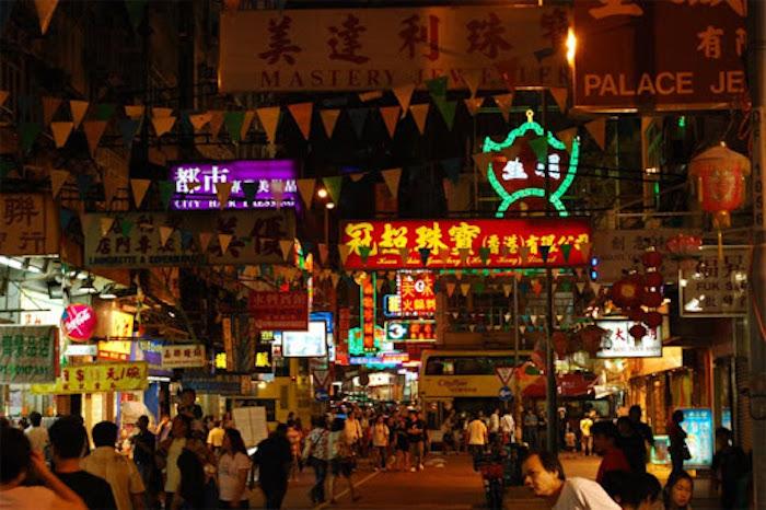 Du lịch Hồng Kông, ghé thăm khu Chim Sao Chổi sầm uất.