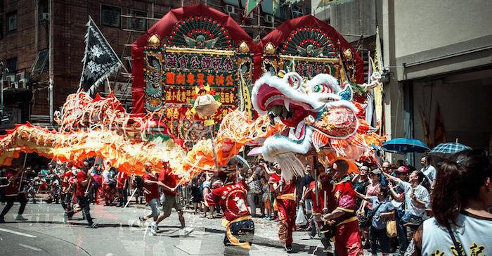 Màn múa lân trong ngày lễ ở Hồng Kông.