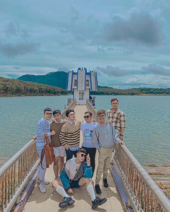 đài quan sát hồ nước